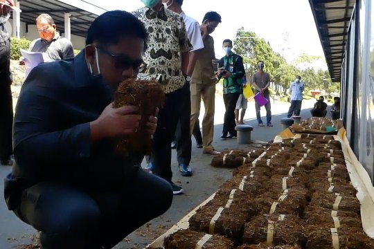 DPRD Temanggung desak gudang serap tembakau petani