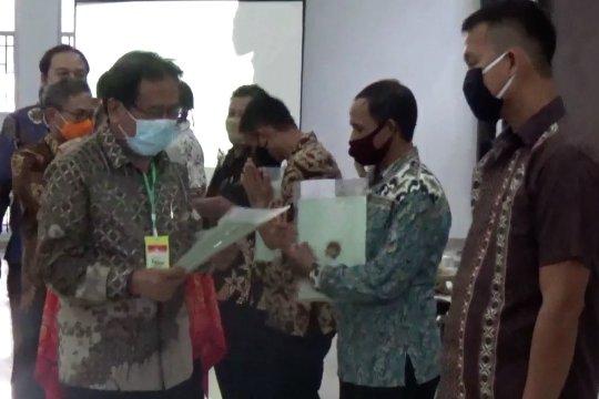 Kepala BPN serahkan 3.616 sertifikat tanah di Kolaka Timur