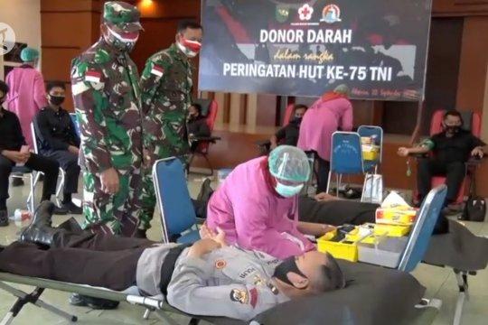 Ratusan prajurit TNI-POLRI gelar aksi donor darah