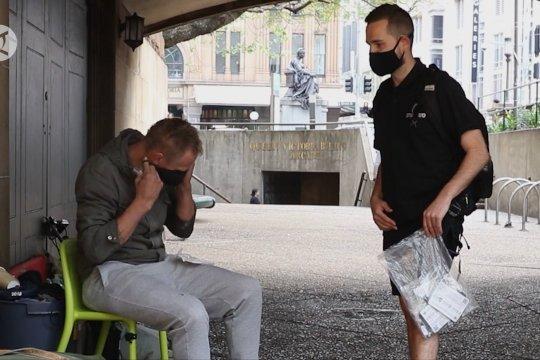 Sydney bagikan 20.000 lebih masker gratis kepada warga kurang mampu