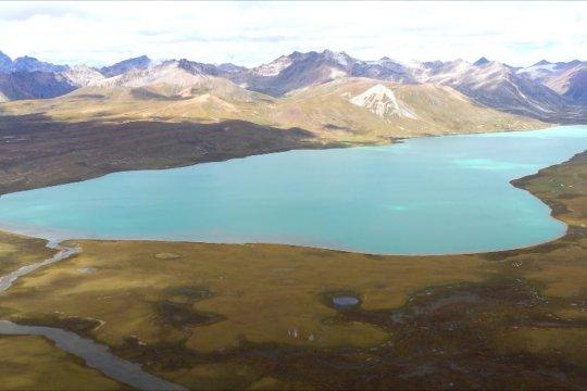 Pemandangan memukau Danau Butuo di Tibet
