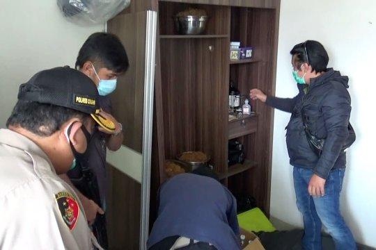 Polres Cimahi gerebek rumah produksi tembakau gorila