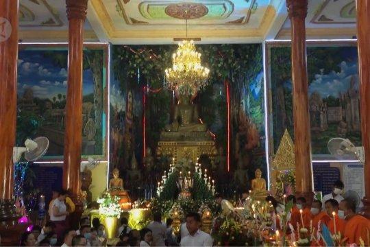 Situasi COVID-19 mereda, umat Buddha Kamboja rayakan Hari Leluhur