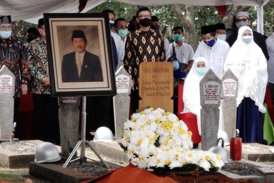 Jenazah Abdul Malik Fadjar dimakamkan secara militer di TMP Kalibata