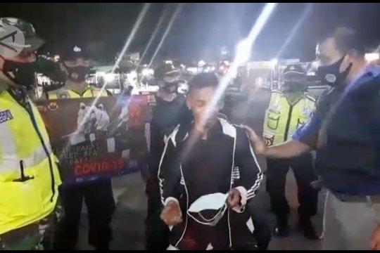 Cara Polda Banten sanksi pelanggar protokol kesehatan