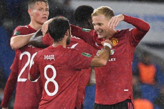Van de Beek bahagia bermitra dengan Juan Mata