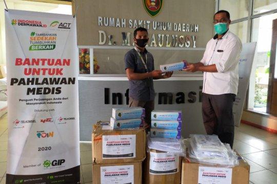 ACT Maluku sumbang puluhan APD untuk tenaga medis RSUD Haulussy Ambon