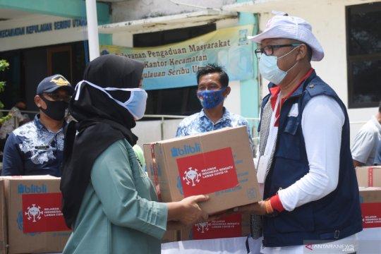 Relawan salurkan 100 paket sembako COVID-19 di Kepulauan Seribu