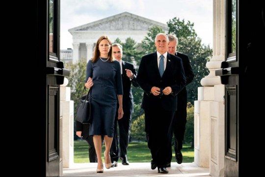 Amy Coney Barrett terpilih sebagai hakim Mahkamah Agung AS