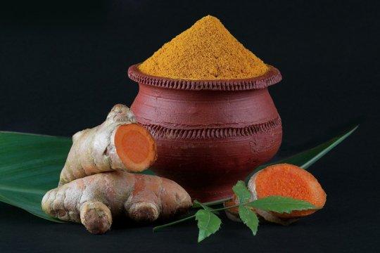 Manfaat daun neem dan kunyit untuk basmi jerawat