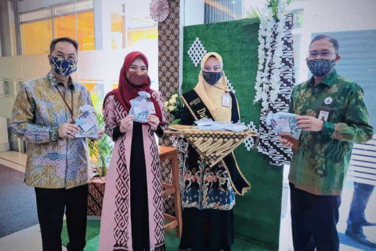 BNI Syariah peringati Hari Batik dengan bagikan masker bermotif batik