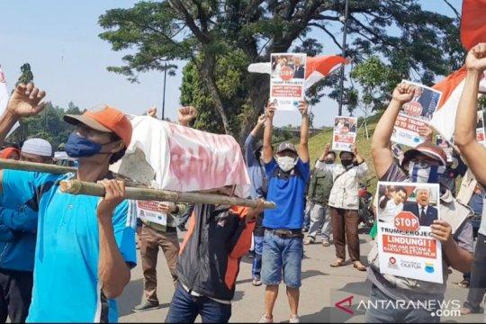 Warga Cigombong Bogor tolak pembongkaran makam keramat untuk wisata