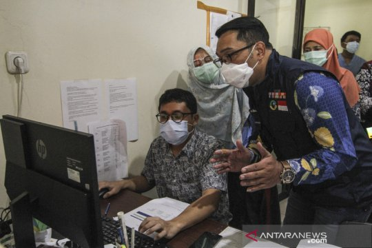 Ridwan Kamil tinjau fasilitas labkesda Kota Depok