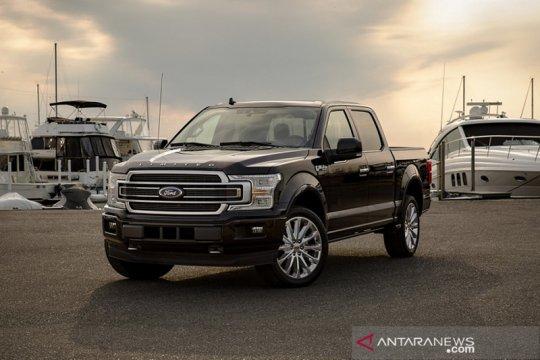"""Ford tarik 700 ribu mobil karena """"blank"""" pada kamera belakang"""