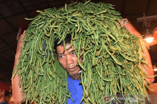Rendahnya kedisiplinan mengenakan masker di pasar induk Kramat Jati