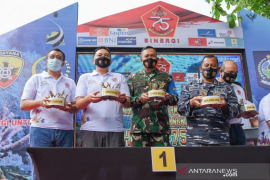 Gubernur-Forkopimda NTB tanam terumbu karang peringati HUT ke-75 TNI