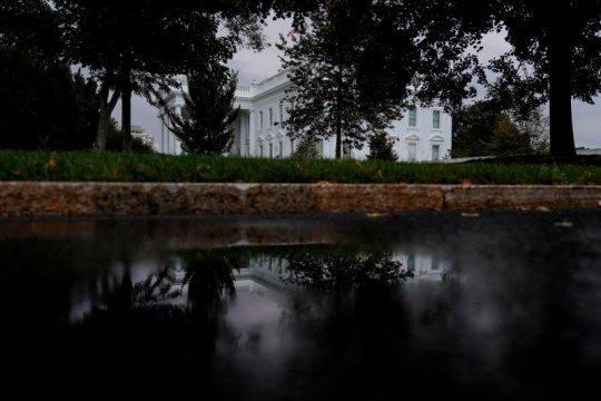 Penasihat Gedung Putih Stephen Miller positif COVID-19