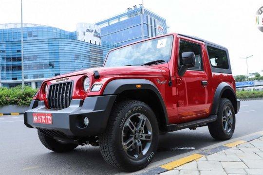 """Mahindra Thar """"kembaran"""" Jeep Wrangler seharga Rp200 jutaan"""