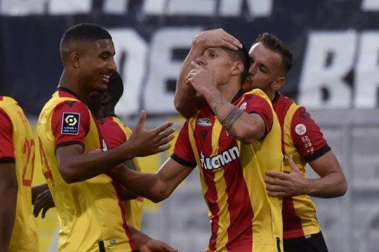 Kalahkan Saint-Etienne, tim promosi Lens geser PSG di peringkat kedua