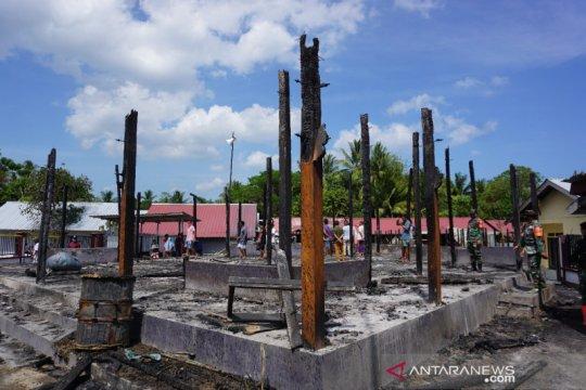 Puluhan rumah dan satu masjid terbakar di Lombok Utara