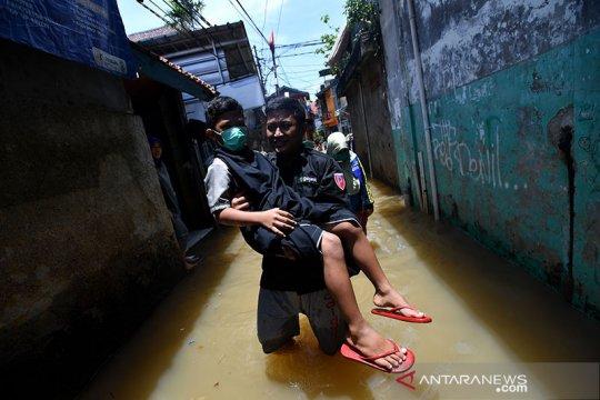 Sudin SDA Jaksel distribusikan 13 pompa apung ke wilayah rawan banjir