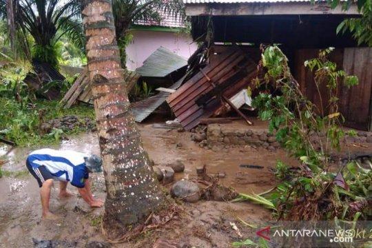 37 rumah warga Kabupaten Seluma rusak diterjang banjir bandang