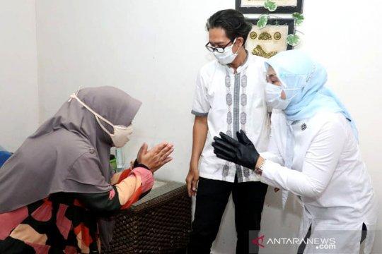 Menaker serahkan bantuan subsidi upah pekerja tahap empat di Bogor