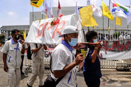 DPR: Masyarakat jangan terprovokasi hoaks terkait RUU Ciptaker