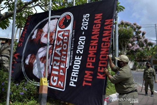 Bawaslu dan Satpol PP copot alat peraga kampanye yang langgar aturan
