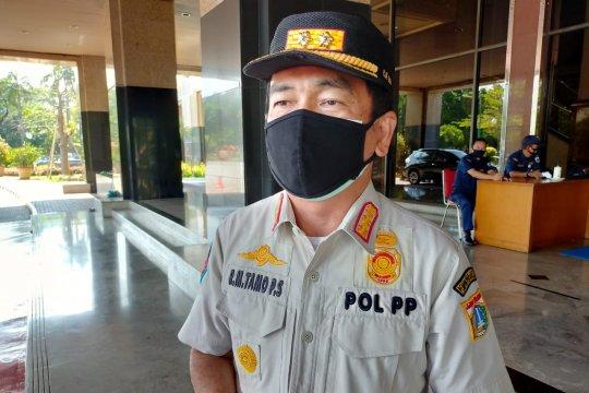 Satpol PP Jakbar gandeng Kesbangpol dalam pencopotan reklame ormas