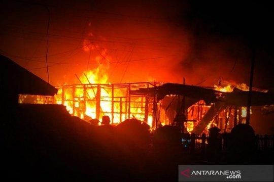 Kebakaran hanguskan 8 bangunan di Melawi, empat orang meninggal
