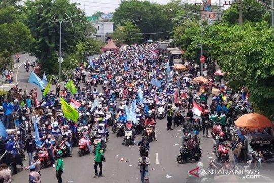 4.263 personel amankan demonstrasi tolak UU Cipta Kerja di Surabaya