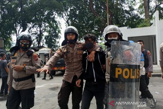 Kapolrestabes: Tiga pendemo di Medan reaktif COVID-19
