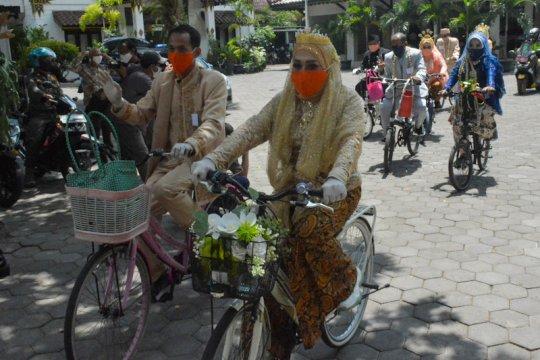 Empat pasangan menikah dengan kirab sepeda di Kotagede Yogyakarta