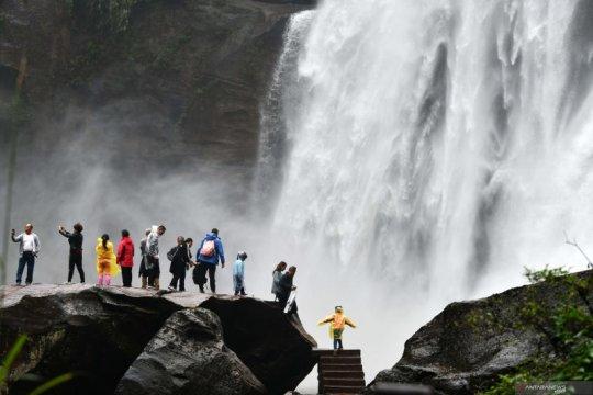 Wisata air terjun Chishui di Kota Zunyi