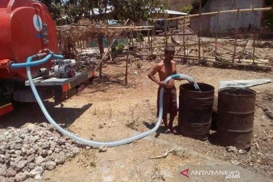 37 desa di Rote Ndao-NTT kekeringan, BPBD pasok air bersih