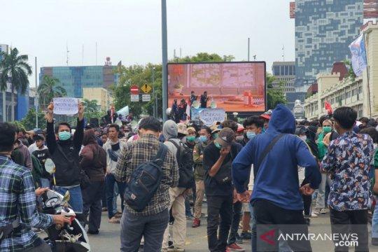 Penumpang 25 bus TransJakarta yang terjebak aksi dipastikan selamat