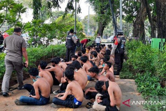 Polda Metro Jaya sudah tangkap 400 pendemo dari kelompok anarko