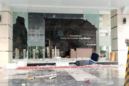 Gedung Kementerian ESDM dirusak massa