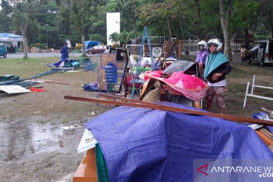 Hujan lebat di Belitung rohohkan tenda peserta pameran