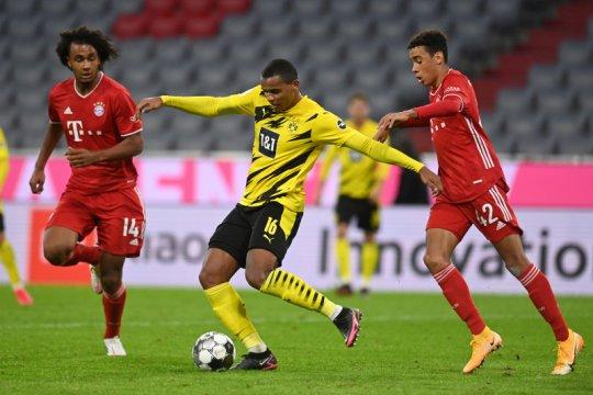 Bek Dortmund Akanji positif COVID-19