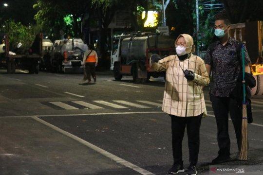 Pembenahan bekas kericuhan aksi buruh di Surabaya