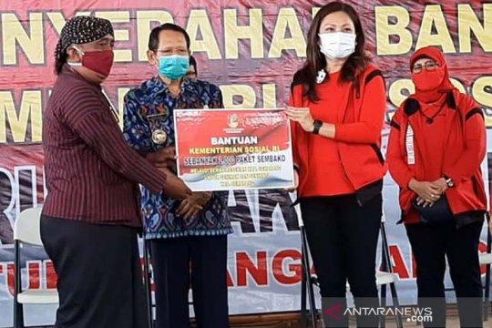 Istri Mensos serahkan bansos untuk seniman di Kabupaten Semarang