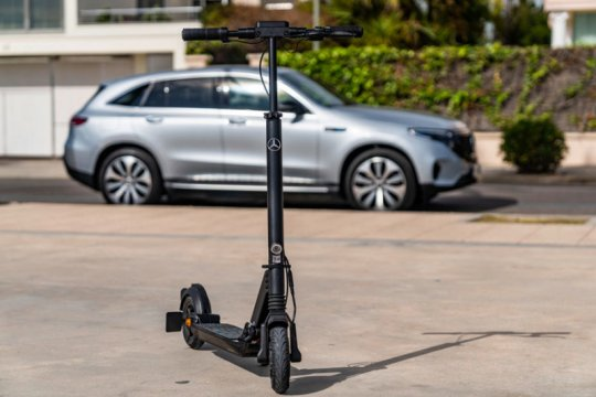 Mercedes-Benz buat skuter listrik, jangkau 25 km untuk kaum urban