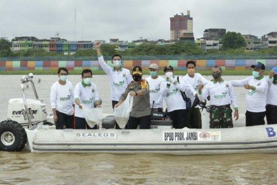 2.020 bibit Ikan dilepas di Sungai Batanghari-Jambi