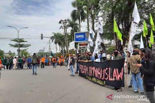 Tolak UU Cipta Kerja, mahasiswa-aktivis Jambi gelar aksi damai