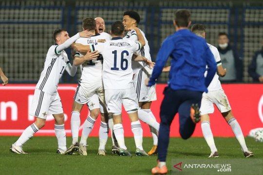 Irlandia Utara, Slowakia butuh adu penalti ke final playoff EURO