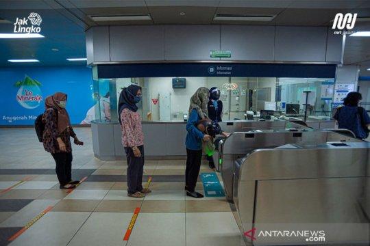 Imbas demo, dua akses penumpang Stasiun MRT HI ditutup
