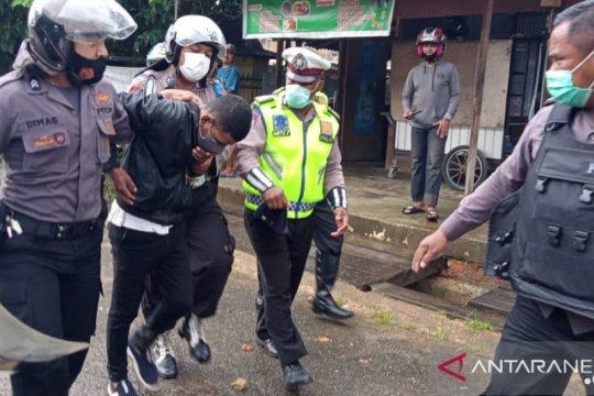 Demo menolak omnibus law di DPRD Sorong ricuh