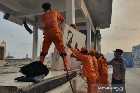 Aksi garda terakhir percantik Jakarta usai porak-poranda
